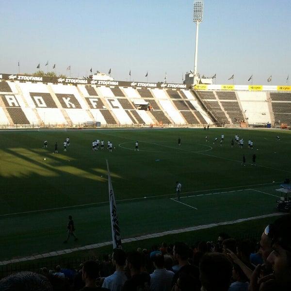 รูปภาพถ่ายที่ Toumba Stadium โดย Giannis S. เมื่อ 6/28/2013