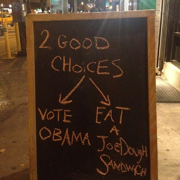 Foto tirada no(a) JoeDough Sandwich Shop por Jordan S. em 11/6/2012
