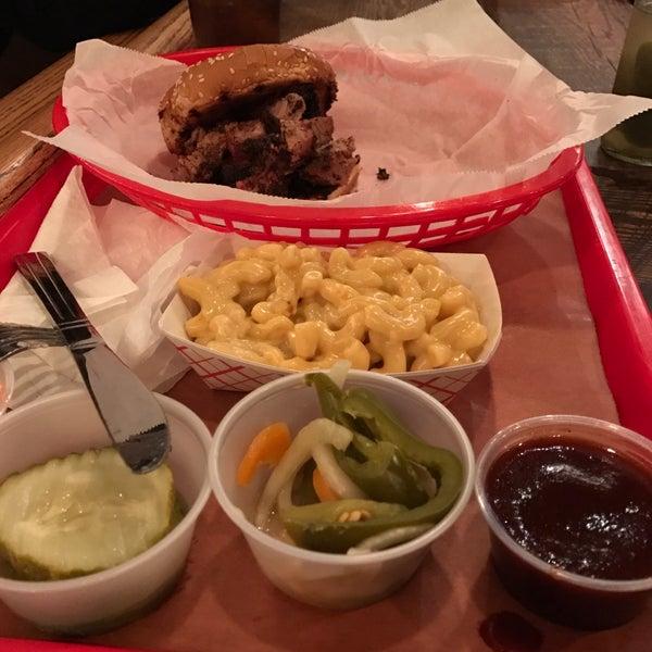 Foto scattata a Mable's Smokehouse & Banquet Hall da Victor . il 5/22/2017