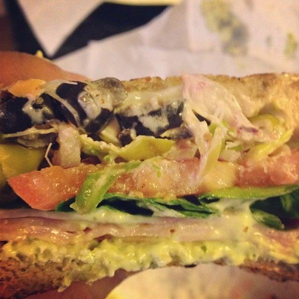 รูปภาพถ่ายที่ Fricano's Deli & Catering โดย Lauren D. เมื่อ 1/25/2014