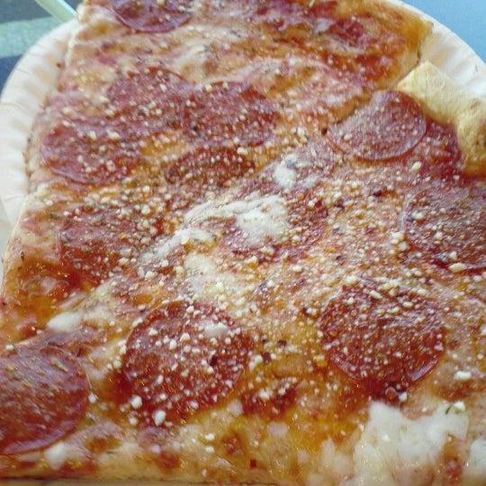 12/13/2012에 J.C. M.님이 Joey's House of Pizza에서 찍은 사진
