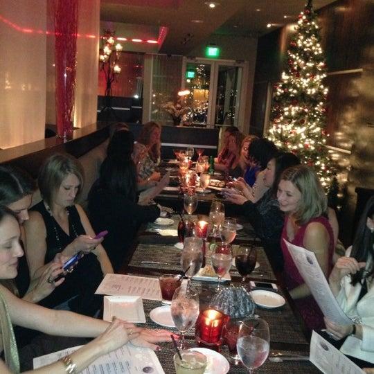 Снимок сделан в Solas Lounge & Rooftop Bar пользователем Jamy M. 12/2/2012