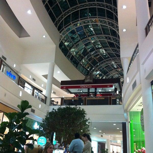 Foto diambil di Shopping Crystal oleh Daniel S. pada 4/13/2013