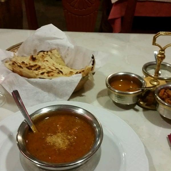 2/14/2017에 Ashley S.님이 Maharaja에서 찍은 사진