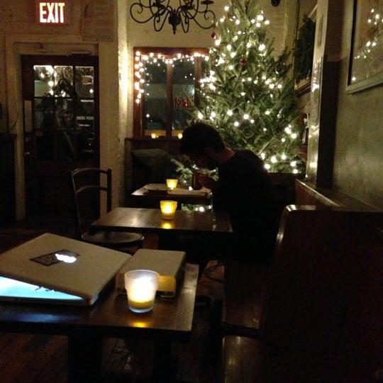 รูปภาพถ่ายที่ The West—Coffeehouse & Bar โดย Sean Leo R. เมื่อ 12/7/2012