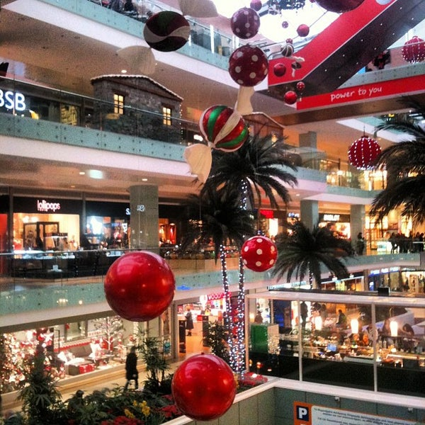 รูปภาพถ่ายที่ Athens Metro Mall โดย Dimitris V. เมื่อ 12/21/2012
