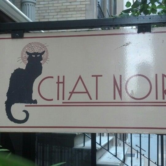 Foto tirada no(a) Bistro Chat Noir por Jacob Y. em 8/22/2013