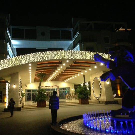 รูปภาพถ่ายที่ Cratos Premium Hotel & Casino โดย Erhan K. เมื่อ 12/16/2012