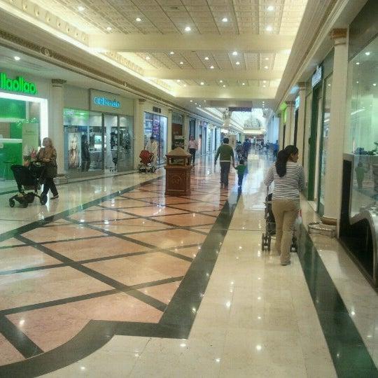 Foto tomada en Centro Comercial Gran Vía 2 por José M. el 10/18/2012
