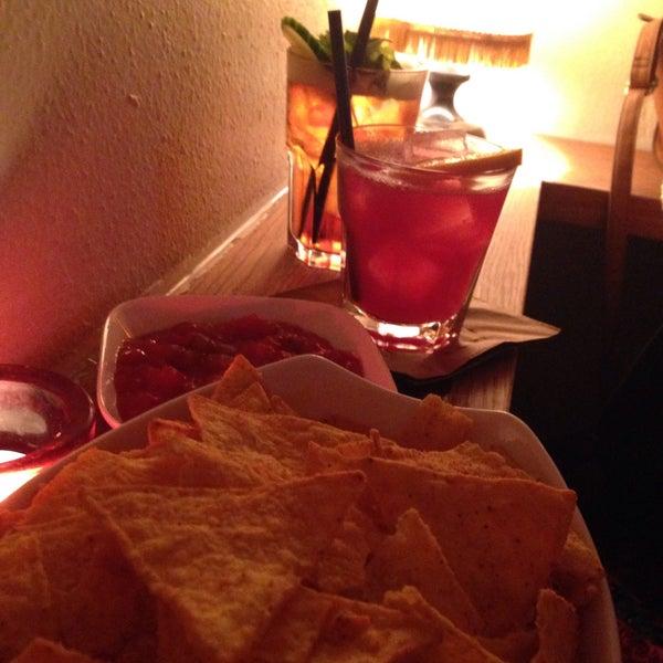 Die Cocktails zur Happy Hour (und danach) sind super - Munich Mule und Caipirol sind zu empfehlen! Und dazu Nachos für 3,50€: perfekter Abend!!