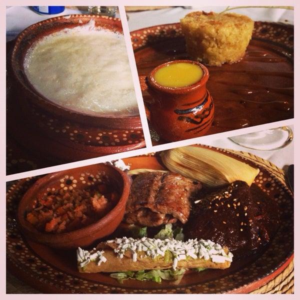 Foto tomada en La Gruta Restaurant por María José P. el 5/18/2014
