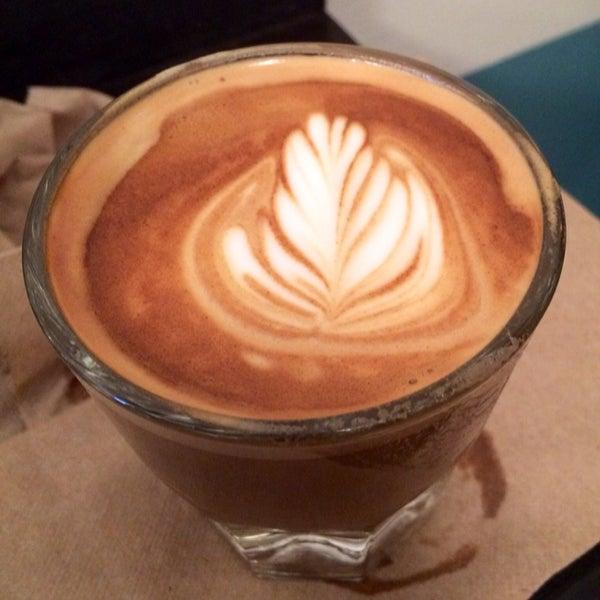 Das Foto wurde bei Double Dutch Espresso von Nick K. am 2/9/2014 aufgenommen