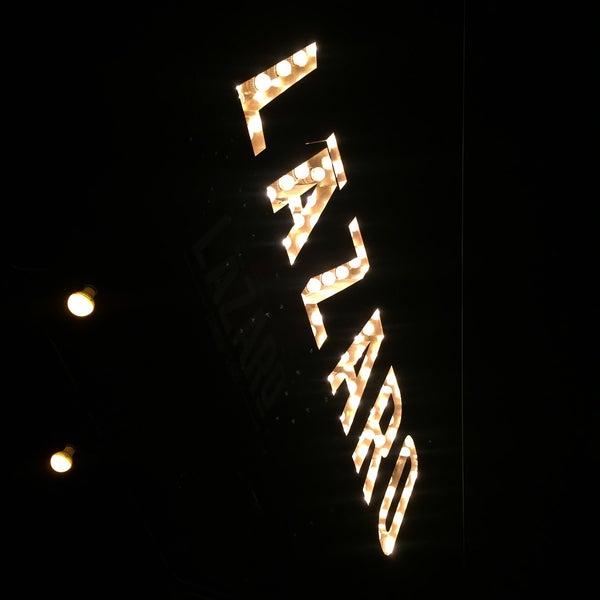 Das Foto wurde bei Lázaro Comedor & Bar von Daniela am 4/7/2017 aufgenommen