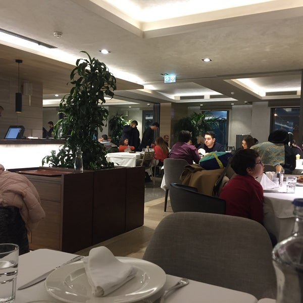 12/8/2018 tarihinde Cemil C.ziyaretçi tarafından Seraf Restaurant'de çekilen fotoğraf