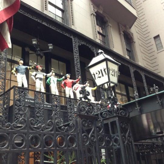 11/13/2012 tarihinde Maria N.ziyaretçi tarafından 21 Club'de çekilen fotoğraf