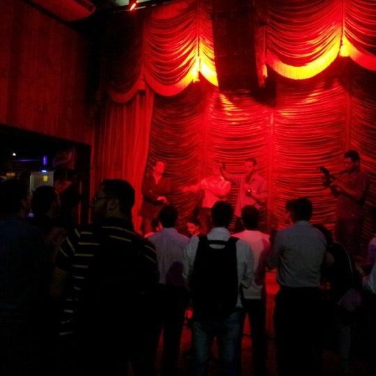 10/16/2012 tarihinde Georjuan T.ziyaretçi tarafından Bolshoi Pub'de çekilen fotoğraf