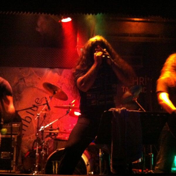5/10/2013 tarihinde Sinem T.ziyaretçi tarafından Dorock Heavy Metal Club'de çekilen fotoğraf
