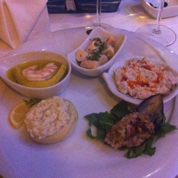Foto tomada en Trilye Restaurant por İrem E. el 1/11/2013
