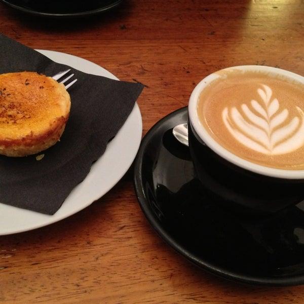 3/16/2013 tarihinde Jennifer H.ziyaretçi tarafından Kaffeine'de çekilen fotoğraf