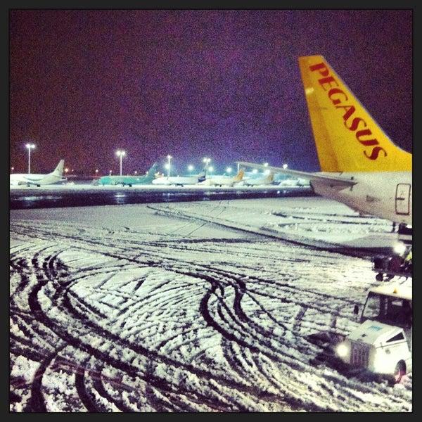 Снимок сделан в Аэропорт Стамбул им. Сабихи Гёкчен (SAW) пользователем Damla Tanyeri 1/7/2013