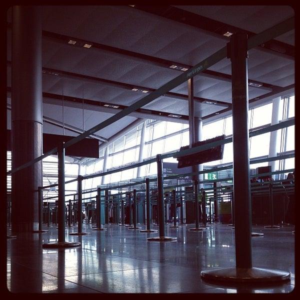 Foto tirada no(a) Aeroporto de Dublin (DUB) por Iwan W. em 3/27/2013