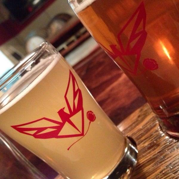Foto tomada en ChuckAlek Independent Brewers por Adrian L. el 3/1/2015