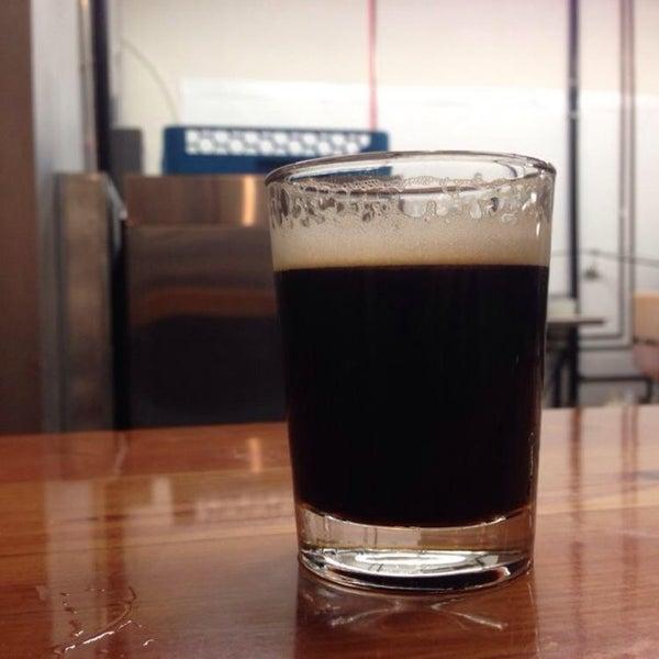 Foto diambil di Helm's Brewing Co. oleh Adrian L. pada 5/17/2014