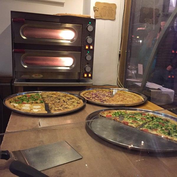 Foto tirada no(a) Giuseppe Pizza por Shir A. em 12/15/2016