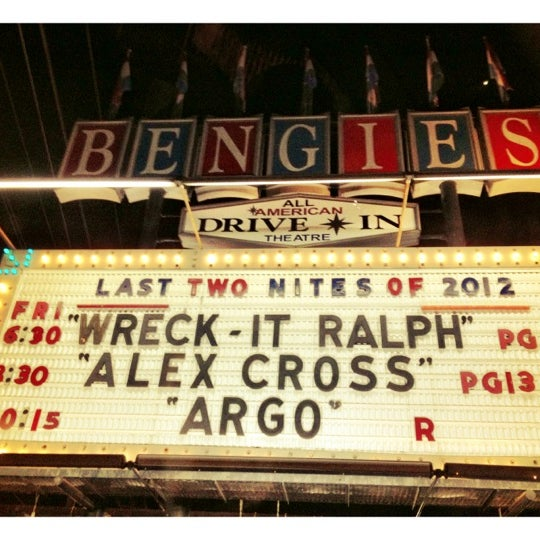 Снимок сделан в Bengies Drive-in Theatre пользователем Kira T. 11/16/2012