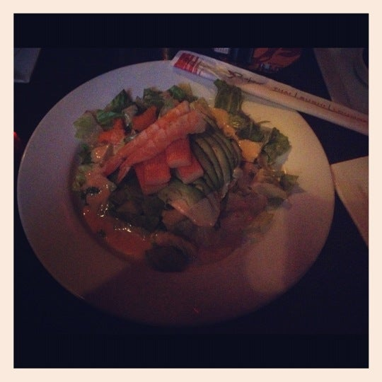Das Foto wurde bei Red Koi Thai & Sushi Lounge von Joanna V. am 4/12/2013 aufgenommen