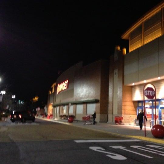 Снимок сделан в Target пользователем Angel N. 11/20/2012