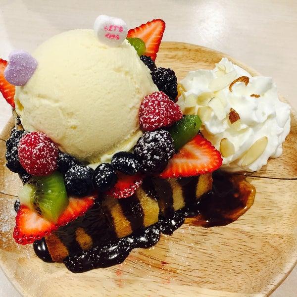 Das Foto wurde bei Chibiscus Asian Cafe & Restaurant von Stephie L. am 3/19/2017 aufgenommen