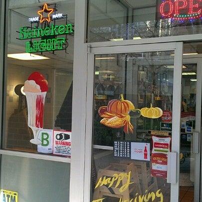 Das Foto wurde bei Squire's Diner von Mike N. am 11/18/2012 aufgenommen