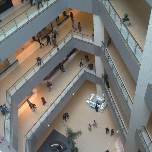 Foto scattata a Costanera Center da Jose R. il 4/1/2013