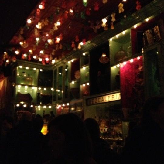 Foto tomada en Casa Mezcal por Jenny P. el 11/10/2012