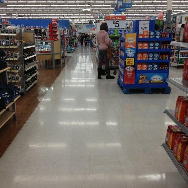 2/1/2013 tarihinde Ted I.ziyaretçi tarafından Walmart'de çekilen fotoğraf