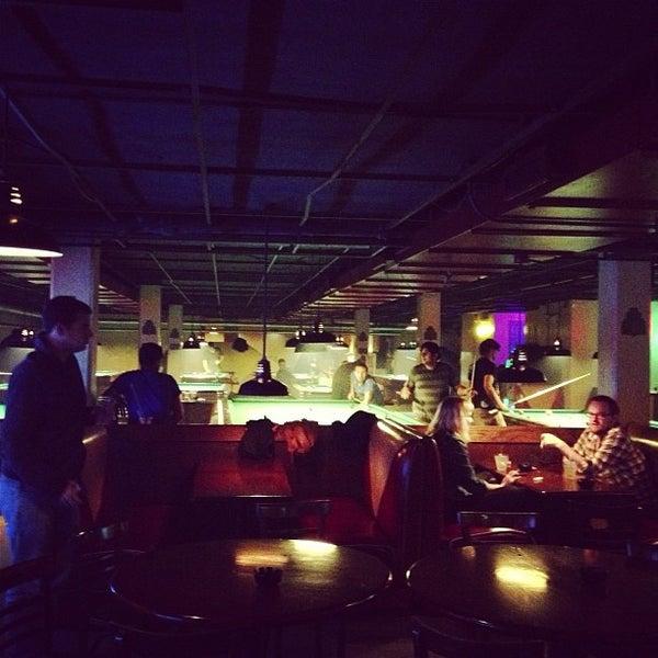Das Foto wurde bei Melrose Billiard Parlor von Ashley W. am 10/11/2012 aufgenommen