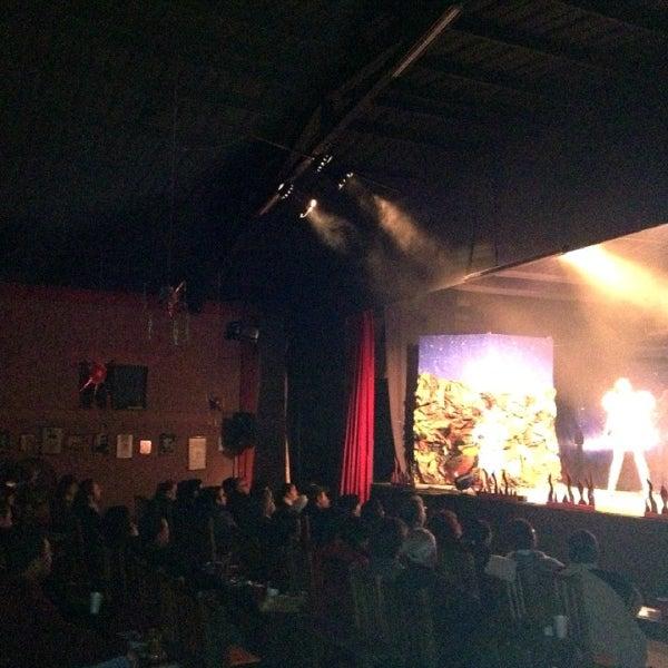 รูปภาพถ่ายที่ La Casona Del Arbol Teatro-Bar & Cocina Show Center โดย Xavier S. เมื่อ 12/22/2012