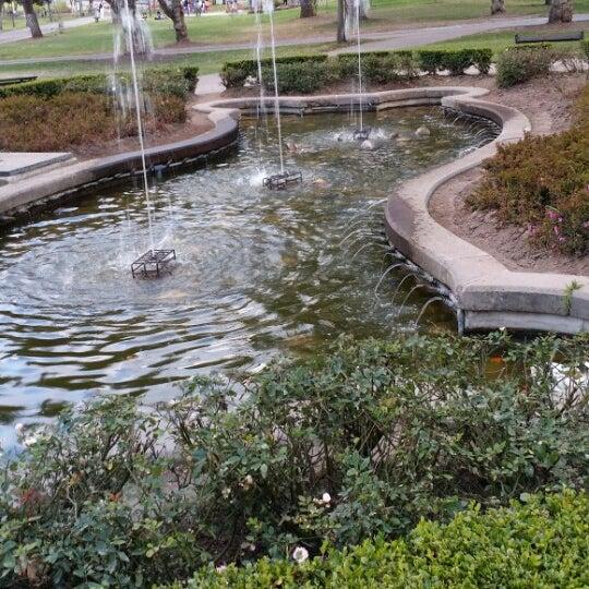 Foto diambil di Parque El Ejido oleh Pico pada 10/4/2014