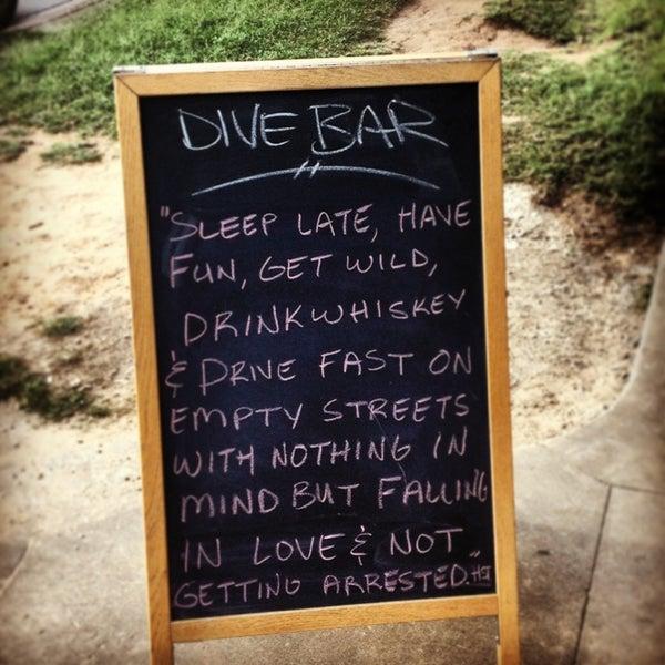 Das Foto wurde bei Dive Bar & Lounge von Amanda H. am 6/19/2013 aufgenommen