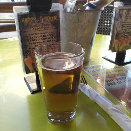 Foto diambil di Mickie Finnz Fish House & Bar oleh Jules pada 9/14/2012