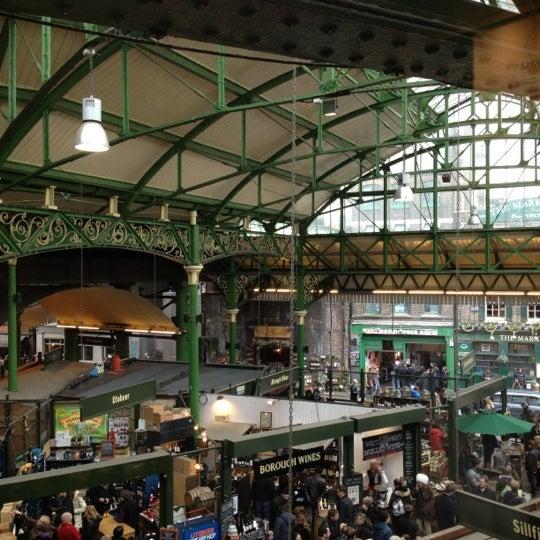 Foto tirada no(a) Borough Market por John P. em 3/30/2013