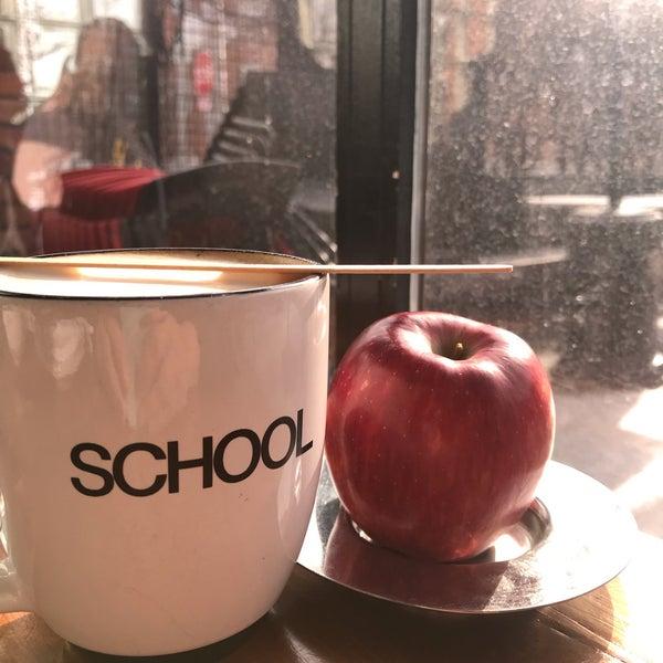 2/11/2019 tarihinde Kristyziyaretçi tarafından SCHOOL Restaurant'de çekilen fotoğraf