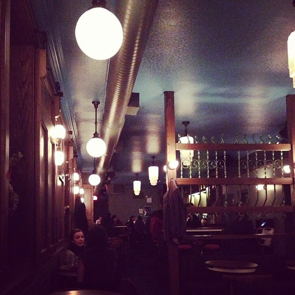 Foto scattata a Pouring Ribbons da Terry C. il 12/7/2012