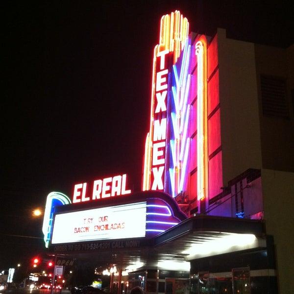 Снимок сделан в El Real Tex-Mex Cafe пользователем Joshua R. 12/31/2012