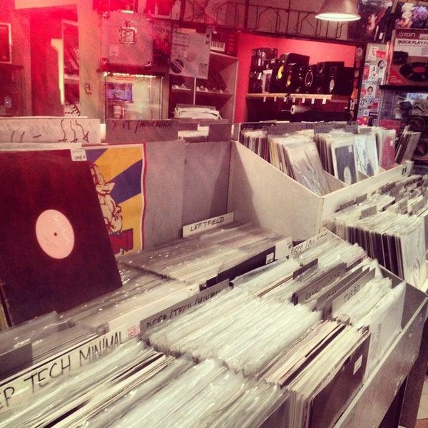 3/13/2013에 Sanchez M.님이 Baza Record Shop에서 찍은 사진