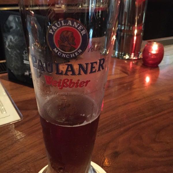 Снимок сделан в Lucky's Tavern пользователем Liz B. 4/11/2015