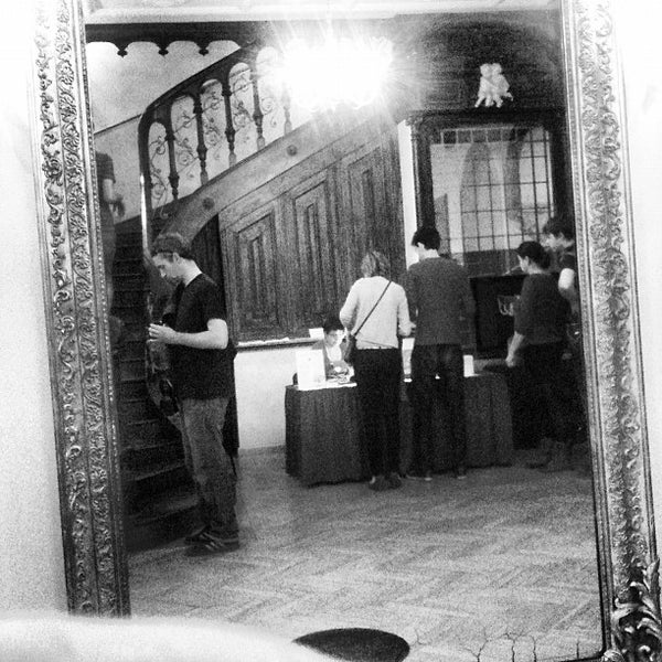 9/30/2012にGaborがMai Manó Gallery and Bookshopで撮った写真
