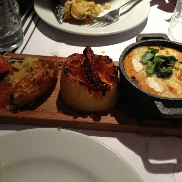 Foto scattata a Museo Evita Restaurant & Bar da Marketaa il 6/30/2013