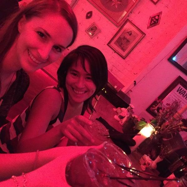 รูปภาพถ่ายที่ Shervin's Cafe โดย Diana เมื่อ 11/22/2014